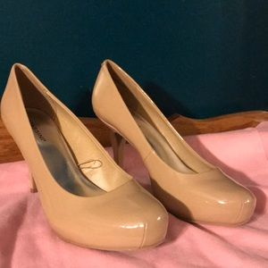 Shoes - NEW Massini Nude Pumps